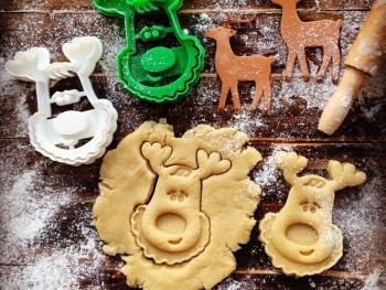 Rudolph_the_Reindeer_Cookie_Cutter_2_preview_featured